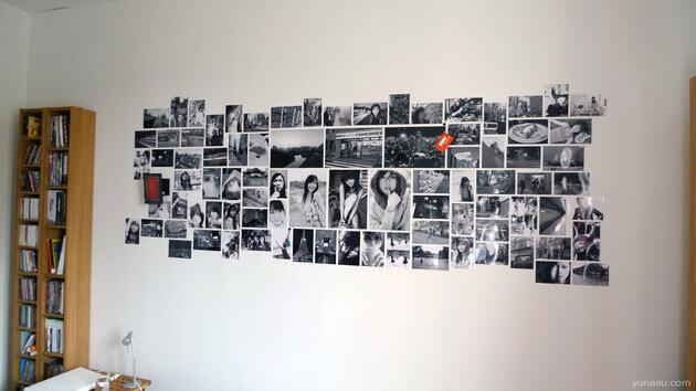 Стена из черно-белых фотографий