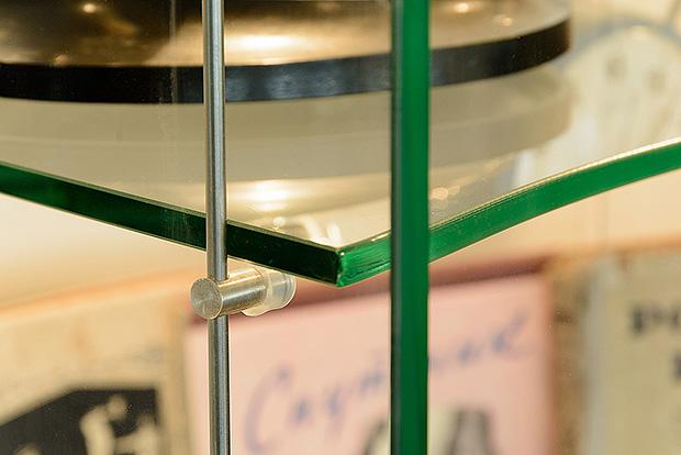 Стеклянная полка для музейной витрины