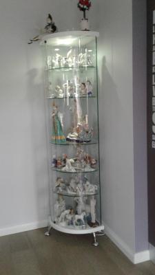 Угловая витрина для коллекции Astron